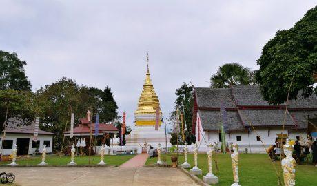 วัดพระธาตุเบ็งสกัด Wat Phra That Beng Sakat