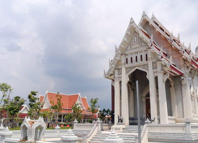 วัดชลประทานรังสฤษดิ์ พระอารามหลวง Wat Cholpratarn Rangsarit Royal Monastery
